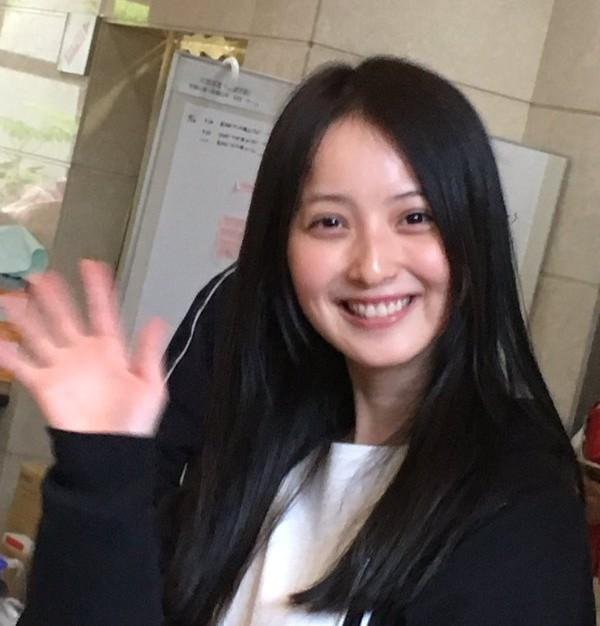 佐々木希ノーメイクすっぴんで熊本で炊き出しに参加!癒やされたと話題 ...