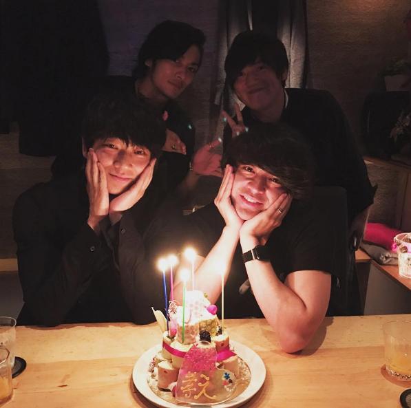 山田孝之がInstagramに投稿した誕生日会のメンバーが豪華と話題に