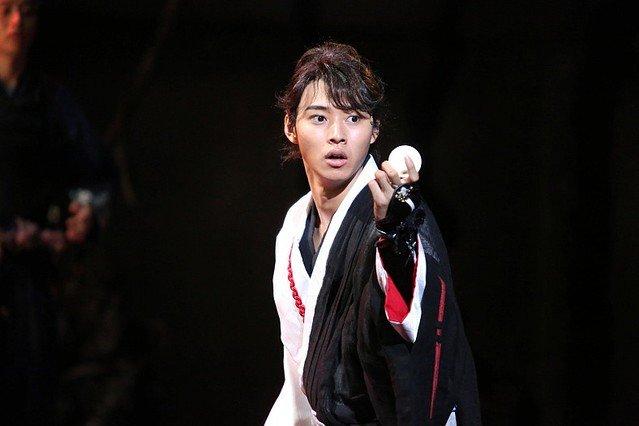 山崎賢人主演で舞台「里見八犬伝」が再演決定!!あらすじ・原作・上演場所・日程