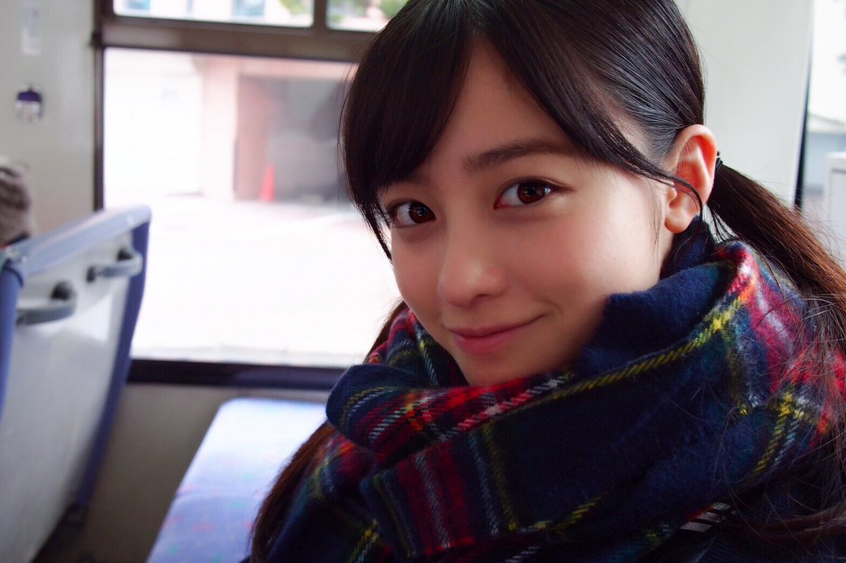 橋本環奈の彼氏になれる!twitterに高校時代の画像「彼女とデートなう。に使っていいよ」