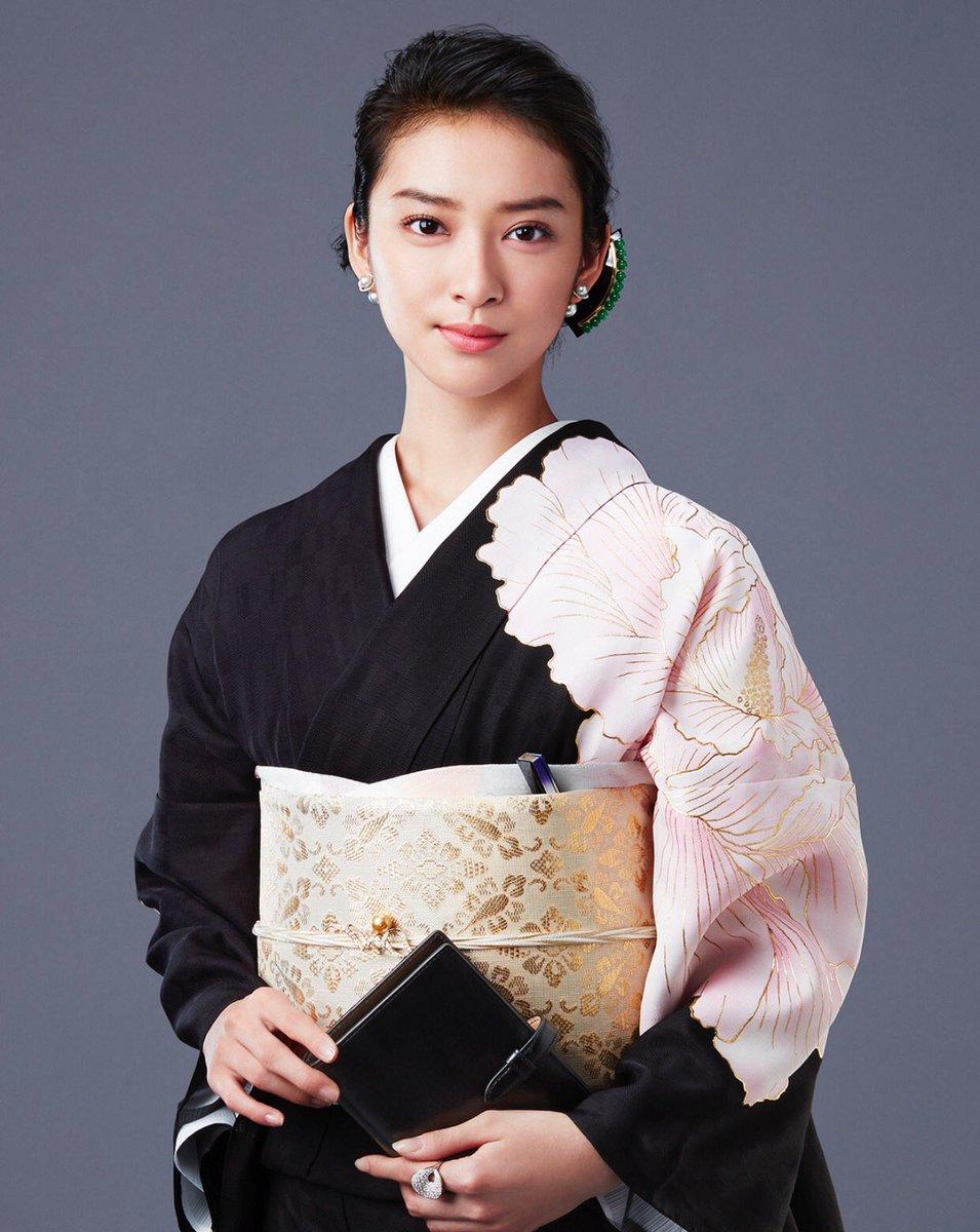武井咲が1億8000万円横領し銀座のママに!腹をくくって取り組んでますとコメントのドラマ「黒革の手帖」