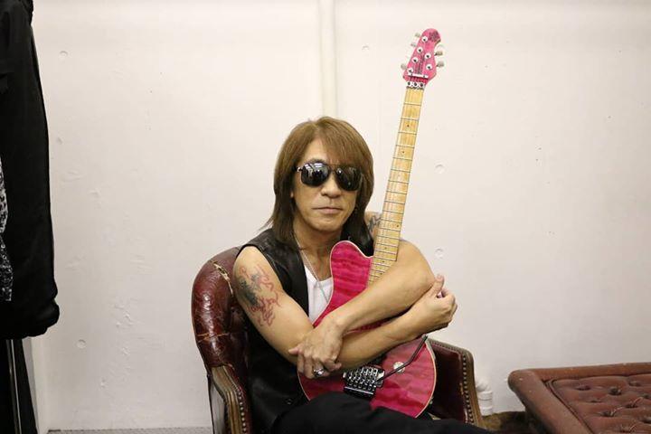 B'z松本孝弘の約20年行方不明だったギターがSNSで発見!手元に帰って来た